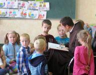 """Czytaj więcej: Tradycja """"Spotkań z Baśnią"""" w SP w Faściszowej"""